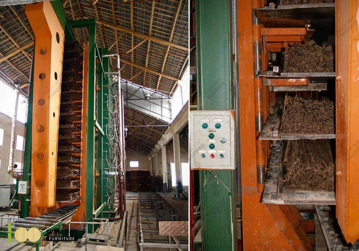 Cho khối sợi tre đã tẩm keo vào máy ép thành tấm panel