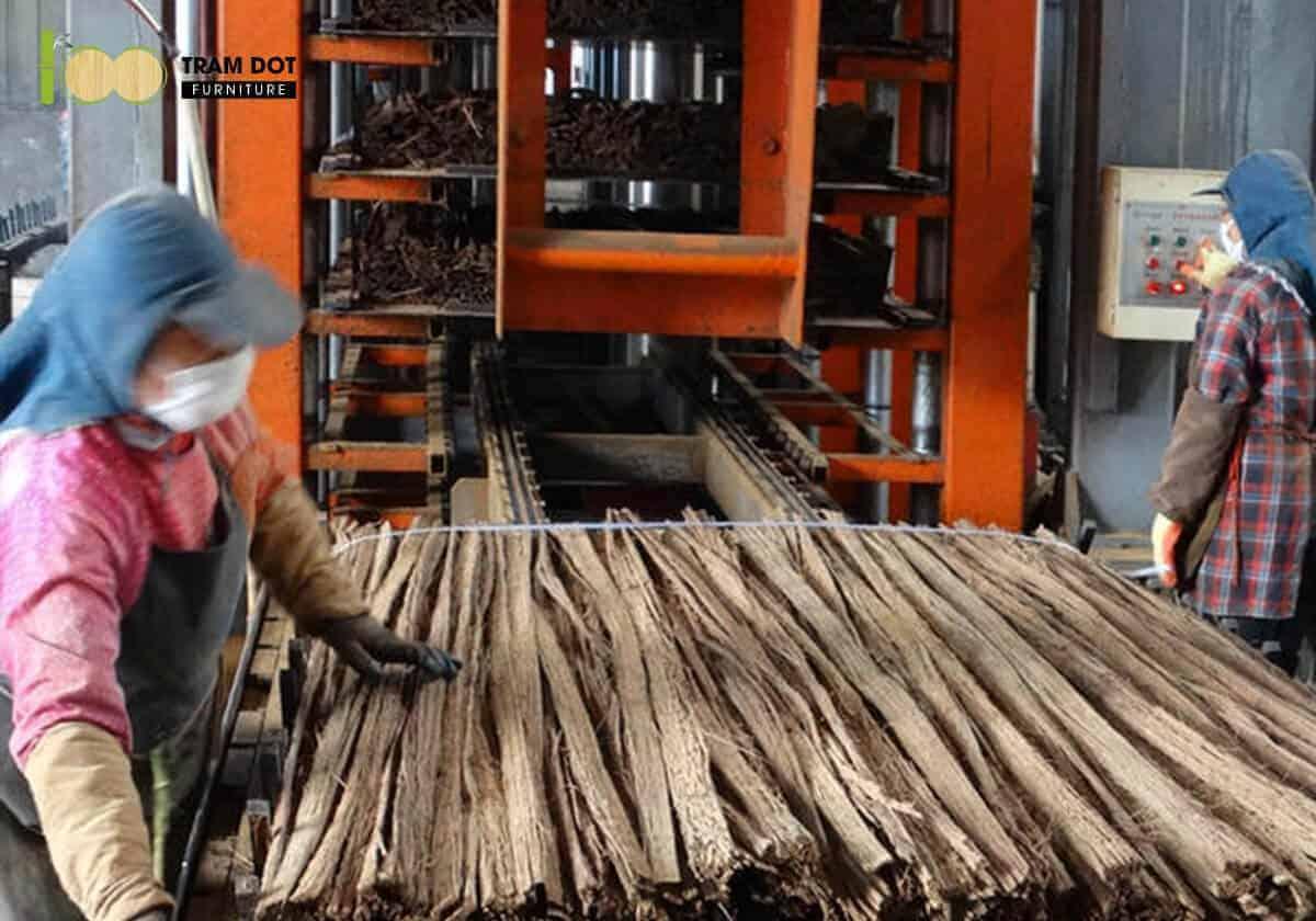 Tùy theo yêu cầu chất lượng mà có phương pháp nén ép dải sợi tre