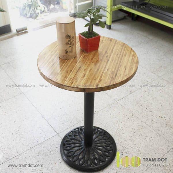 Bàn cafe chân Gang mặt bàn tre ép tự nhiên - Trăm Đốt